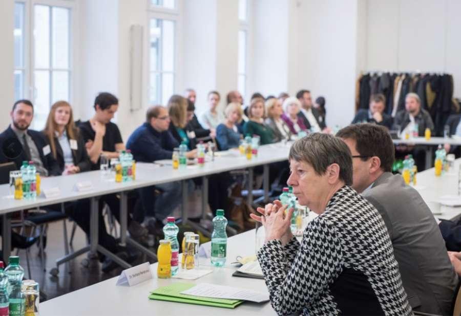 """Die Vorstellung unserer Publikation """"Wenn Stadt Bildung mitdenkt, dann …"""", Fotografin: Regina Sablotny"""